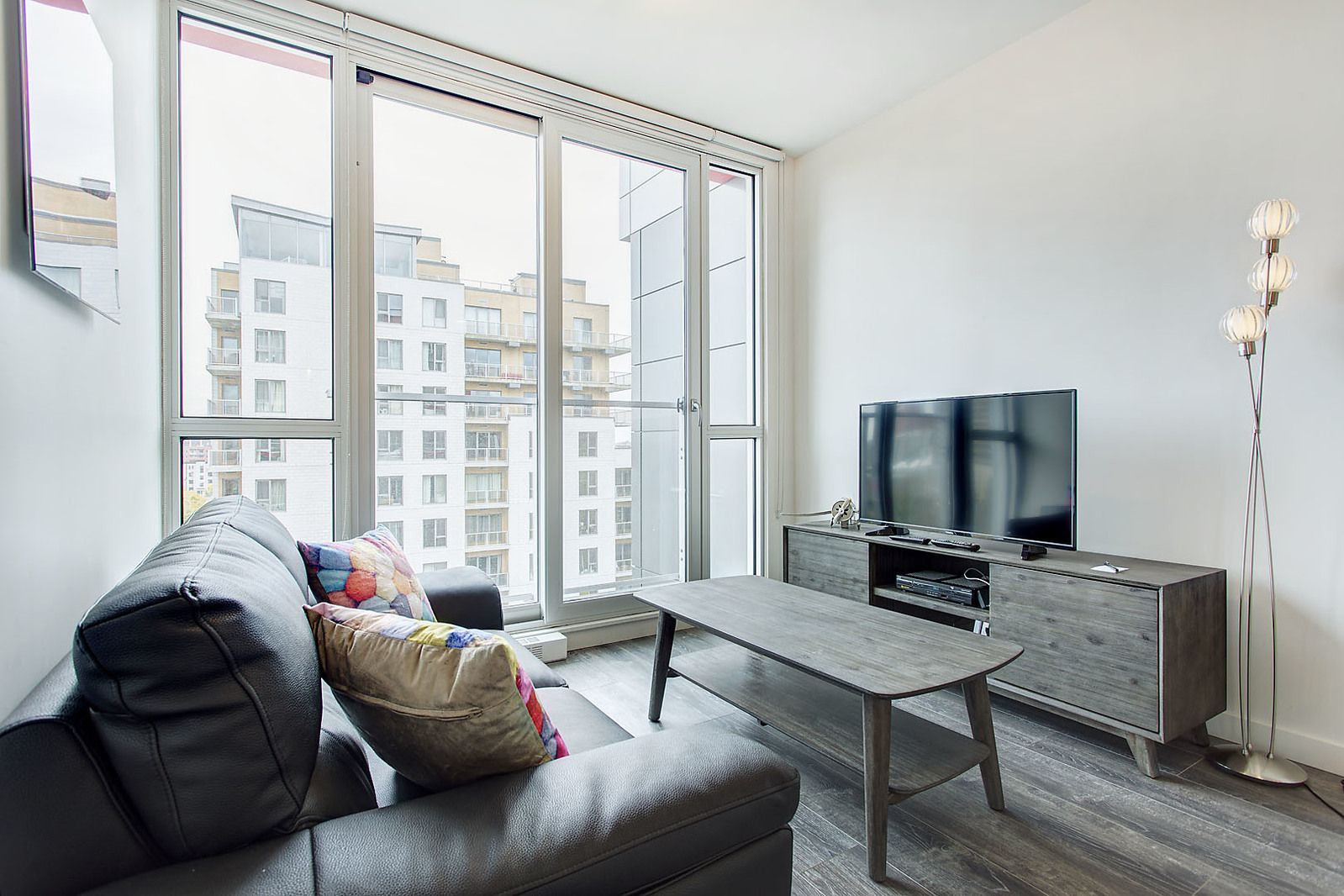 Rubic Furnished Apartments And Corporate Housing In Montreal Corporatestays Com One Bedroom Apartment Furnished Apartment Bedroom Apartment