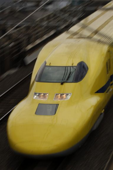 """Doctor Yellow, high-speed test trains that are used on the Japanese Shinkansen """"Bullet Train"""" routes. The trains have special equipment on board to monitor the condition of the track and overhead wire. ドクターイエロー"""