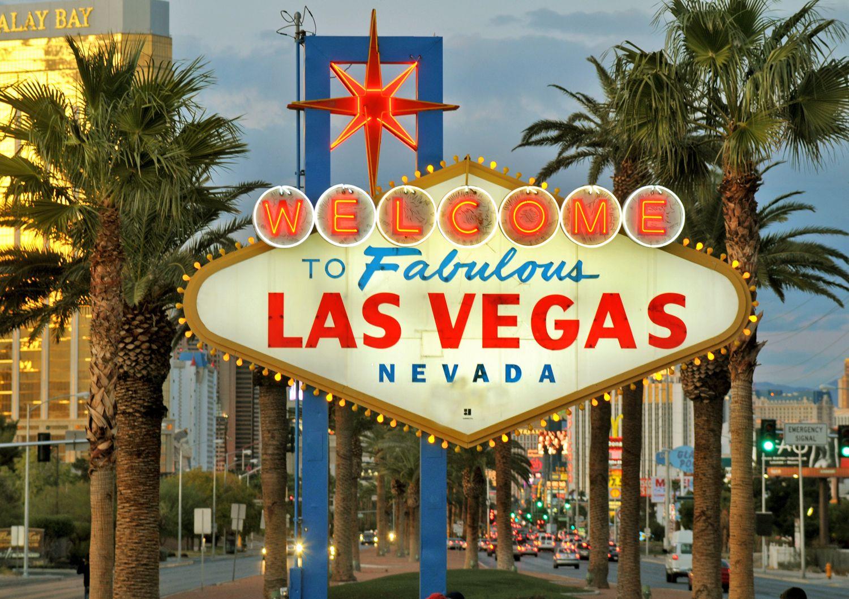 Am Eingang der Stadt heißt ein weltberühmtes Schild die Besucher von Las Vegas willkommen - http://www.canusa.de/staedtereisen/usa/las-vegas-entdecken.html