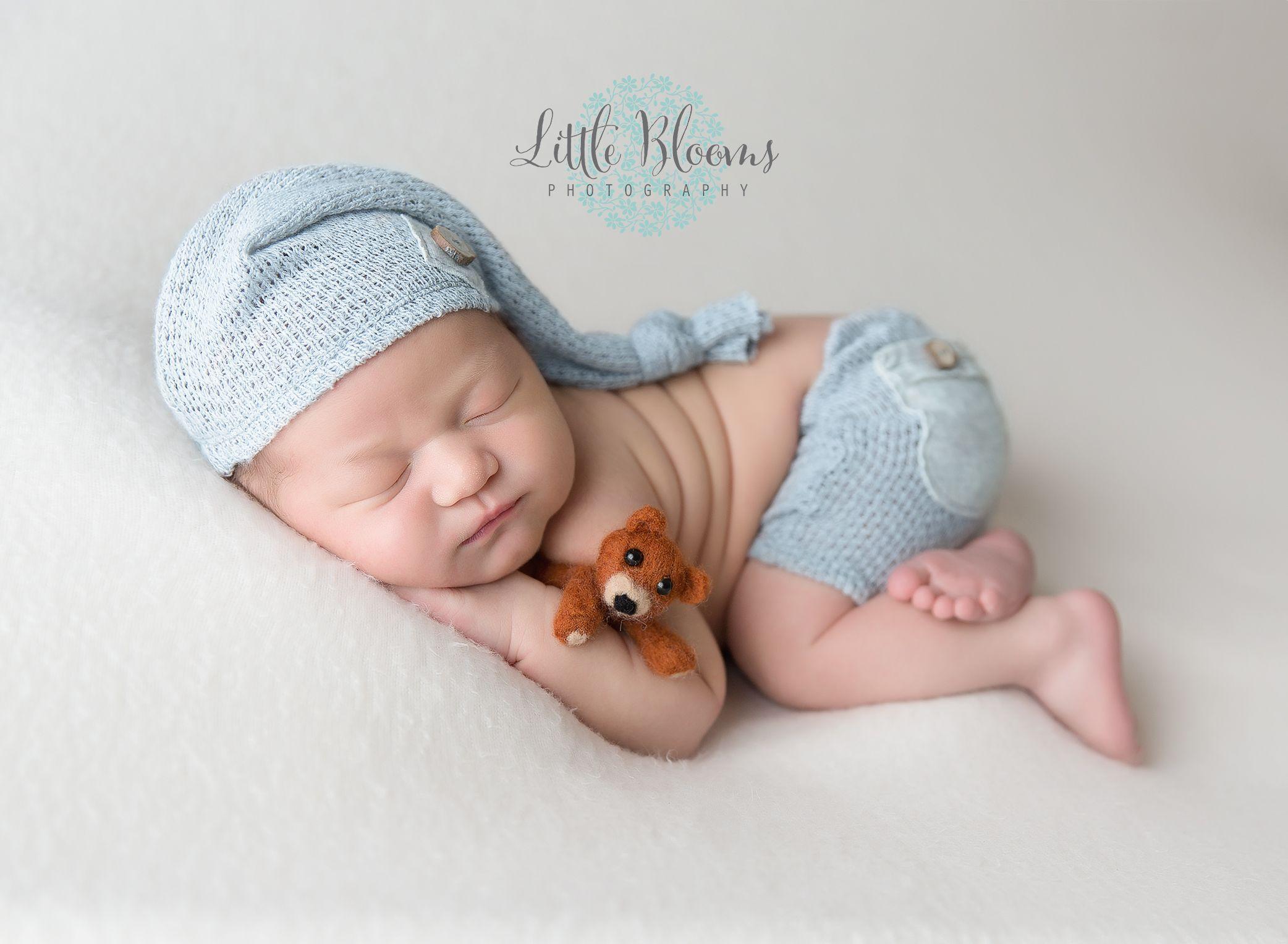 Newborn baby boy sleeping 77cc1df29c52