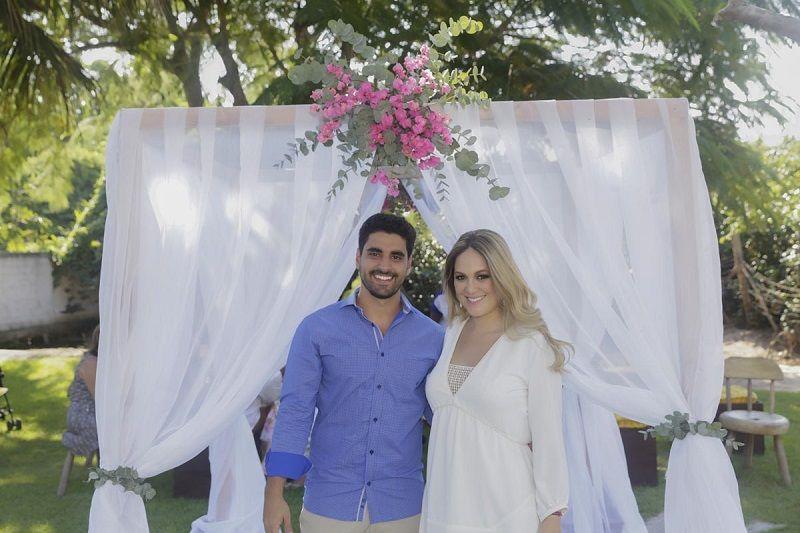 Vem ver que lindo e inspirador o Casamento Civil de Suellen e Gabriel, com decoração amarela e pink da Mel Pitanga Eventos! Imperdível esse post: