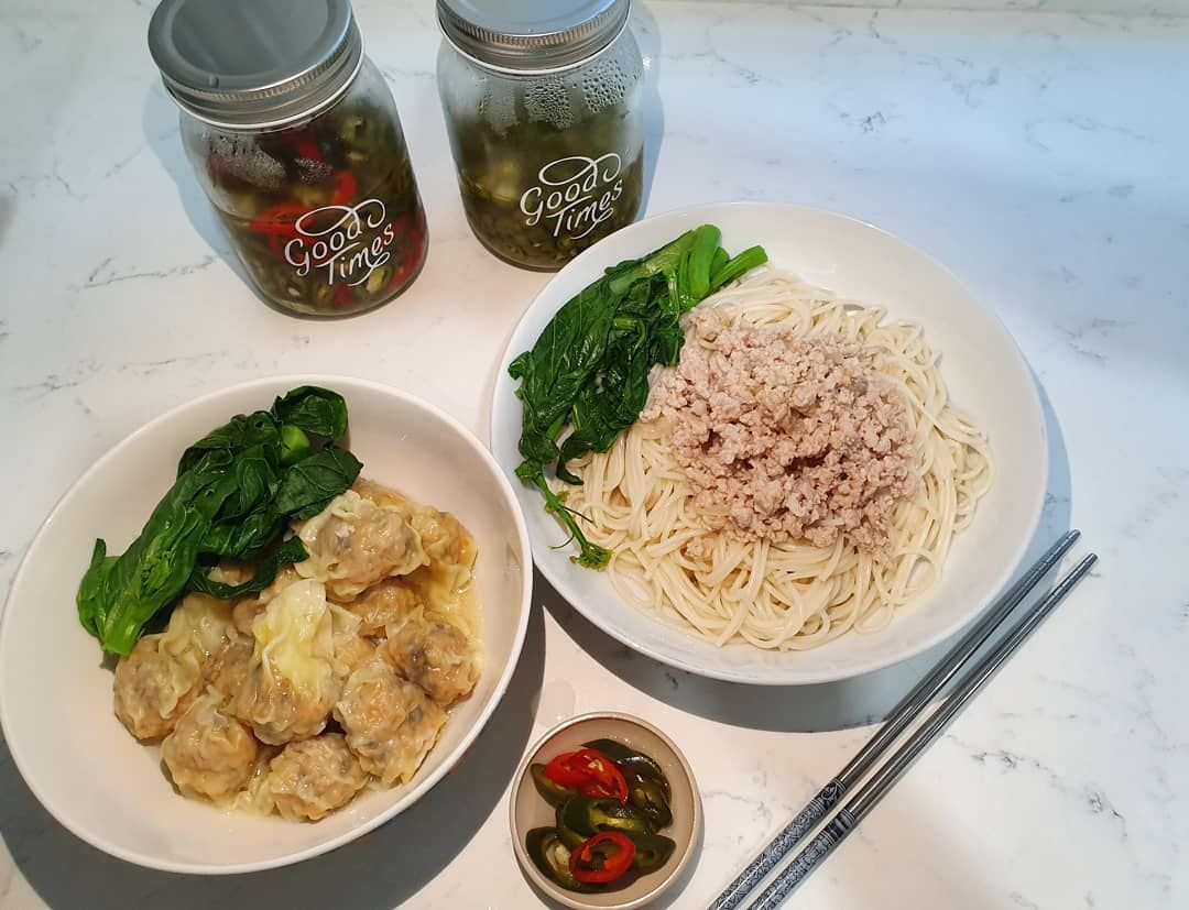 Have not been posting in awhile.. so here it is.. home made kolo mee noodles and wonton pairing along with homemade pickle chilli as well!!! %