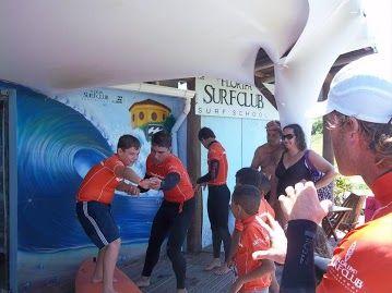 Aula Teórica de Surf na primeira semana da Ação Nickelodeon TV e Floripa Surf Club.  Aulas de Surf gratuitas para crianças até final de Janeiro.