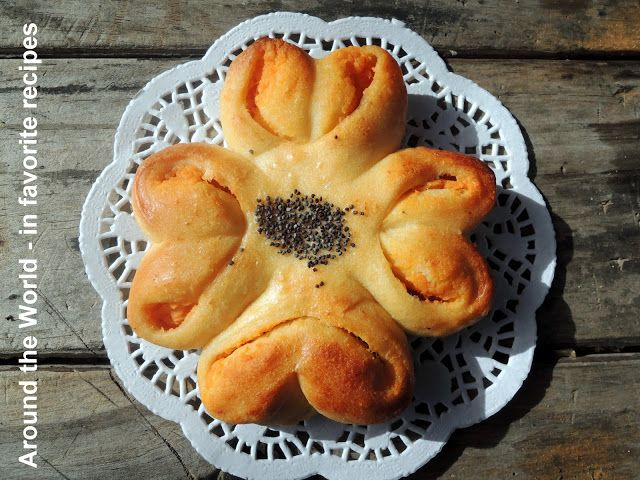 Around the World - in favorite recipes: Bread Rolls with Sweet Potato (Kumara) Filling / 'Flower Bread'