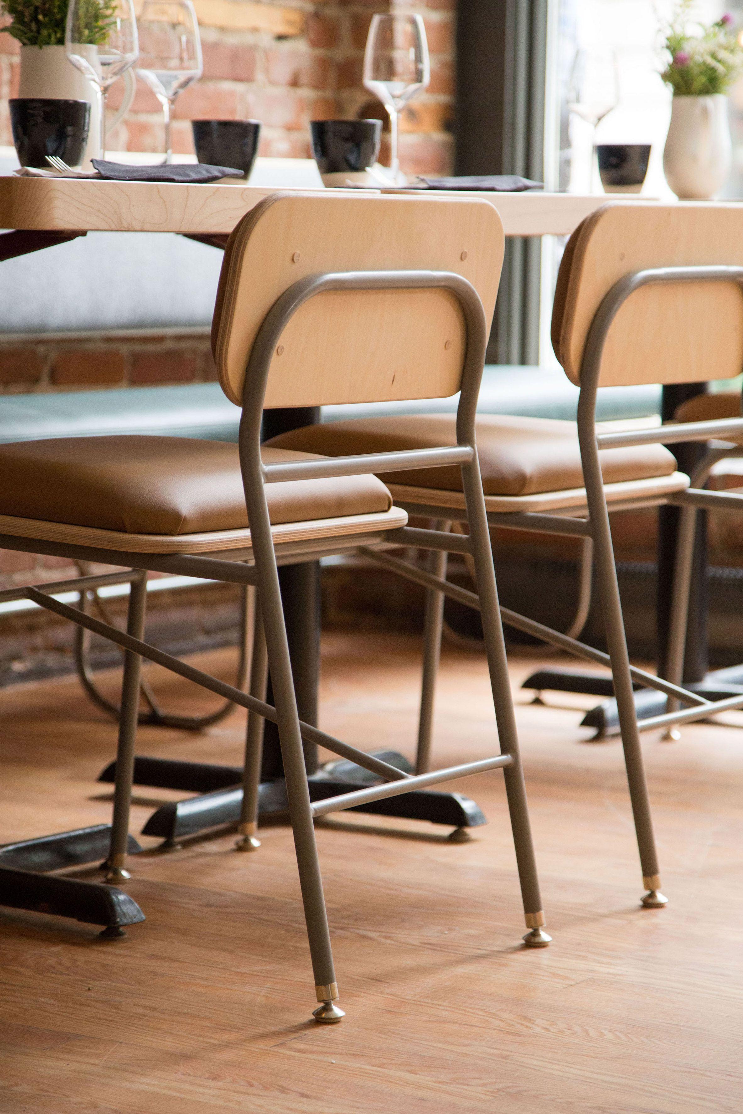 Atelier Filz Designs Bespoke Lighting And Chairs For Restaurant In Quebec City Sillas Restaurantes Bar