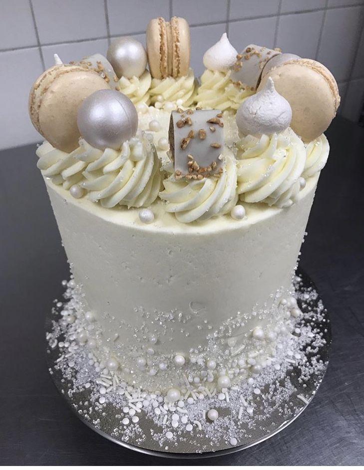 Wedding Cake Simple Elegant White 1 Tier Wedding Cake Macarons Truffles White Wedding Cake Knife And Server Set Wedding Cake Simple Elegant Simple Wedding Cake