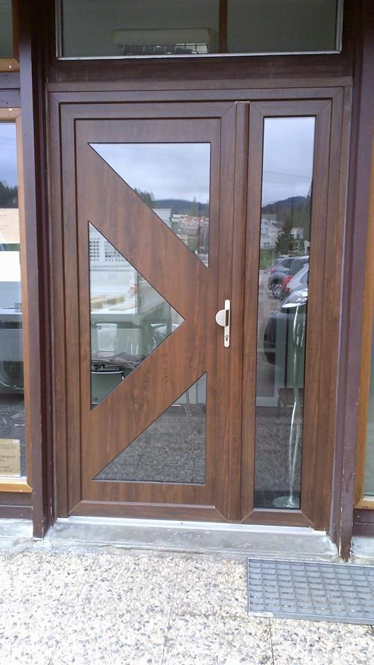 Pose d\u0027une #porte d\u0027entrée panneau alu #chêne foncé Réalisé par MCG - pose d une porte d entree