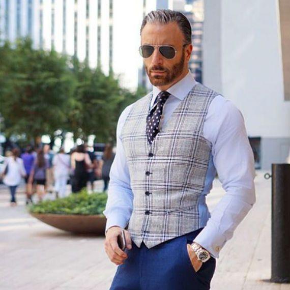 Spotted: De Jeans, Colete e Gravata   Colete e gravata, Moda
