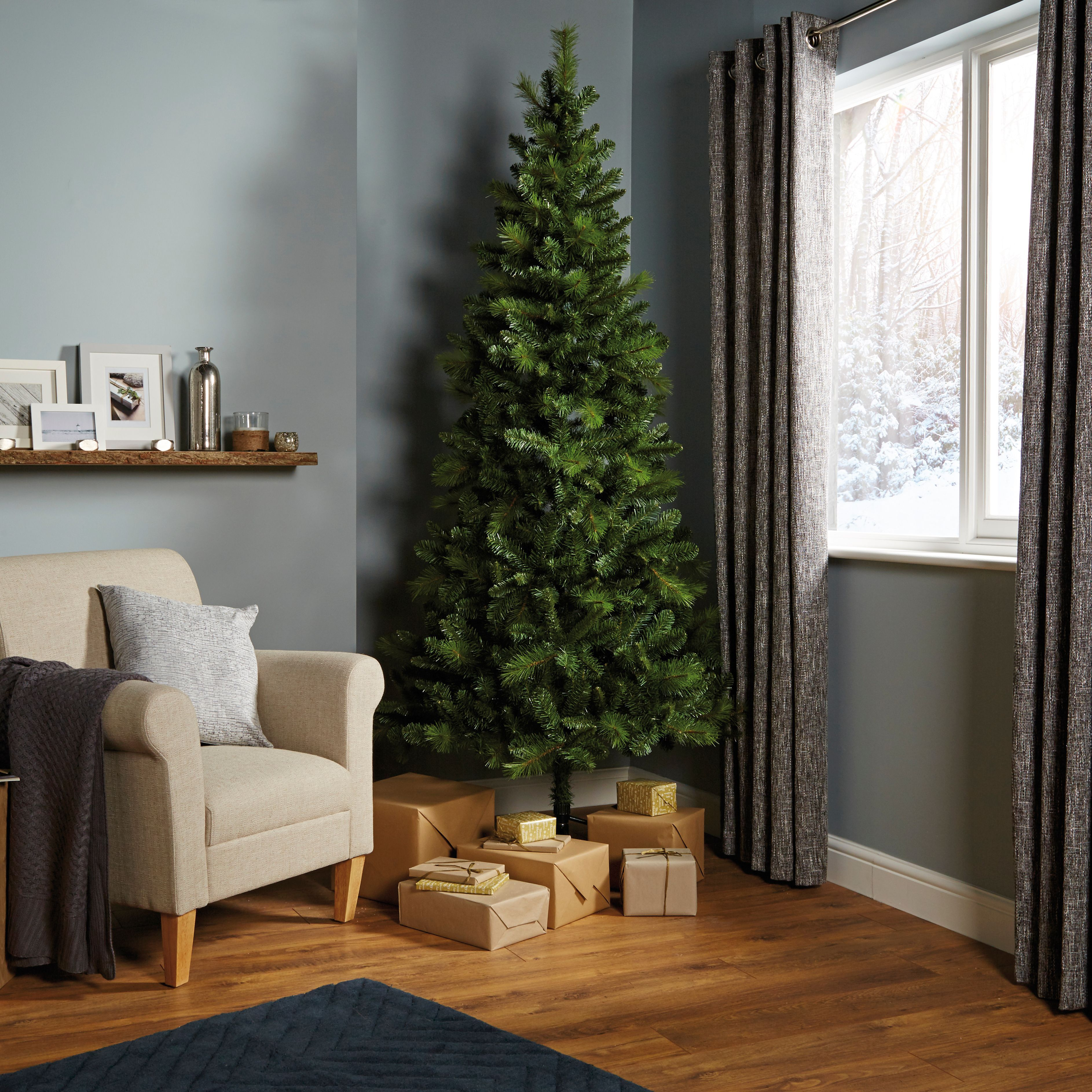 7ft 6in Eiger Classic Christmas Tree Departments Diy At B Q 40 Classic Christmas Tree Pine Christmas Tree Christmas Tree