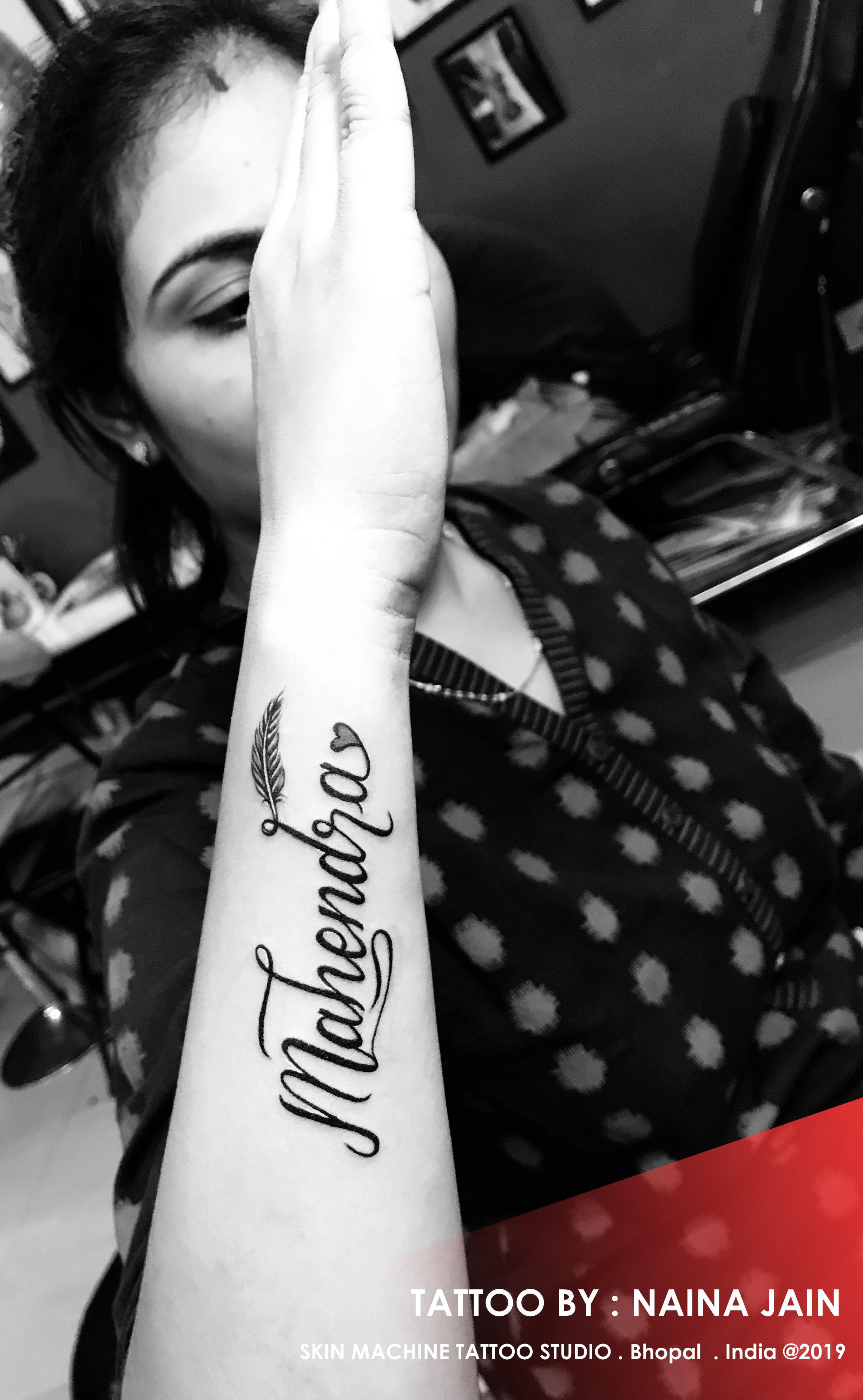 Beautifully Designed Mahendra Name Tattoo By Naina Jain Skin Machine Tattoo Studio Skinmachinetattoo Email For Appoint Tattoo Studio Tattoos Name Tattoos