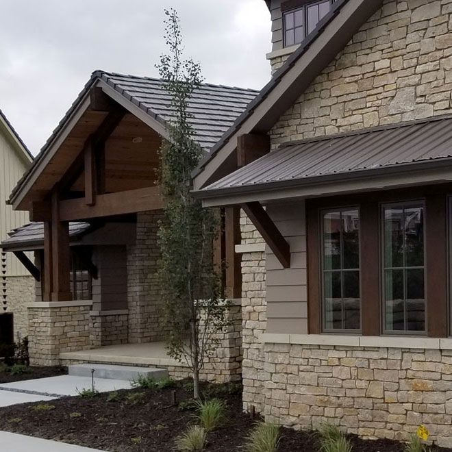 Rustic Home Exterior Pictures: Fond Du Lac Rustic Veneer Stone Home With Chantilly Lace