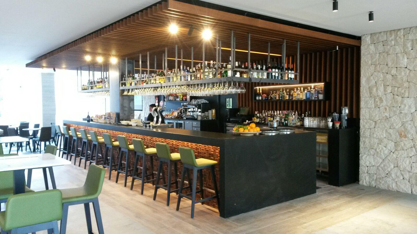 Hotel cap negret altea playa cafeter a bar for Decoracion de cervecerias