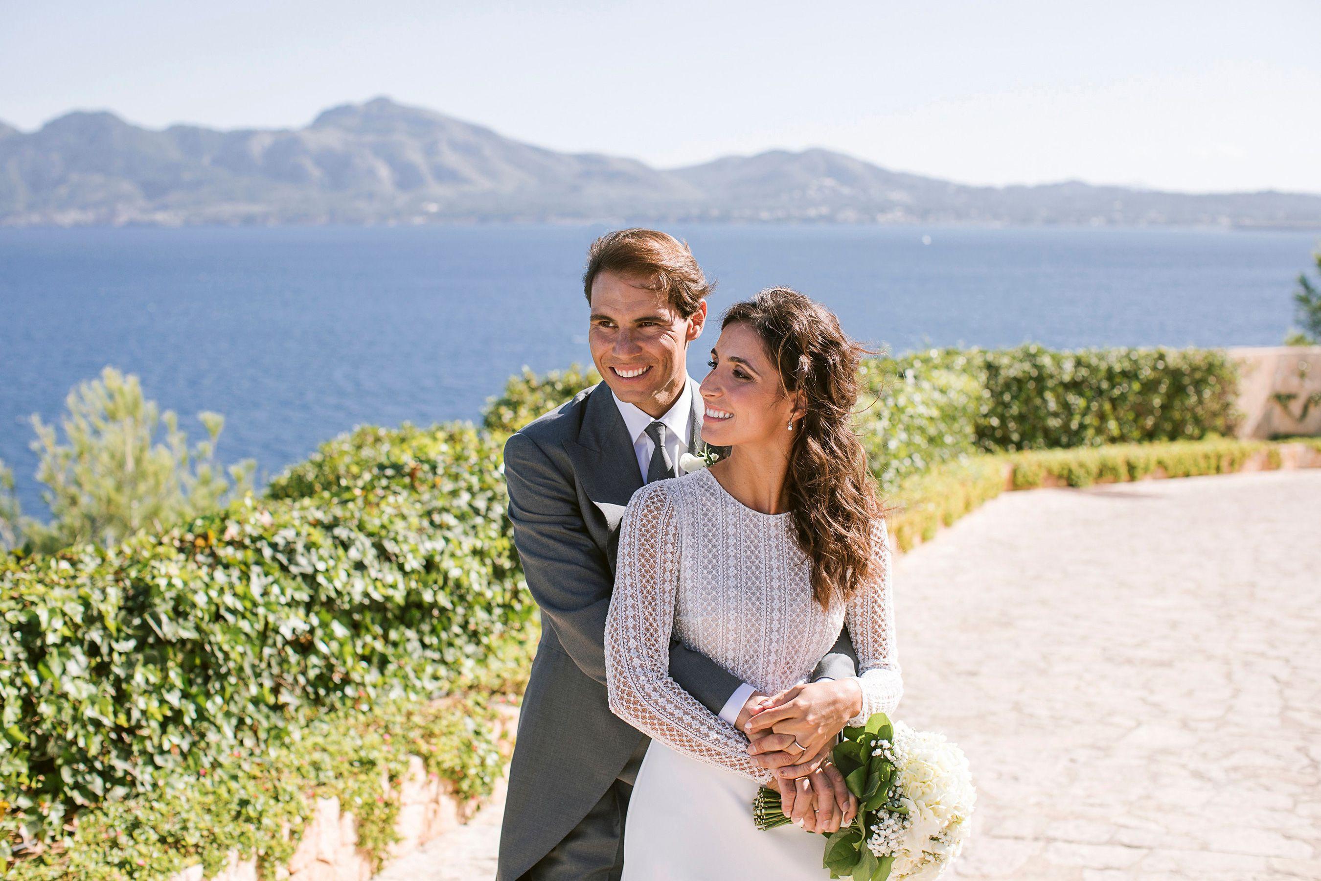 See Rafael Nadal S Wife Mery S Hand Embroidered Rosa Clara Wedding Dress Rafael Nadal Rosa Clara Wedding Dresses Wedding Photos