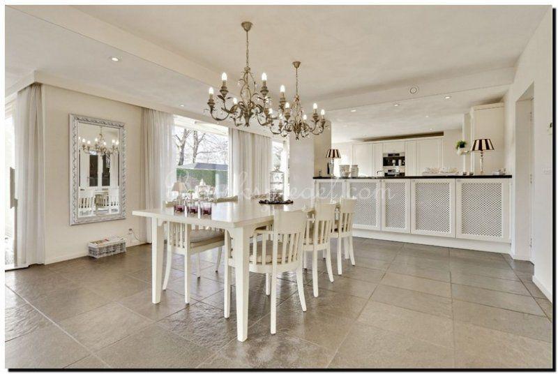Mooi deze helder zilveren barok spiegel bij de eettaafel | Eetkamer ...