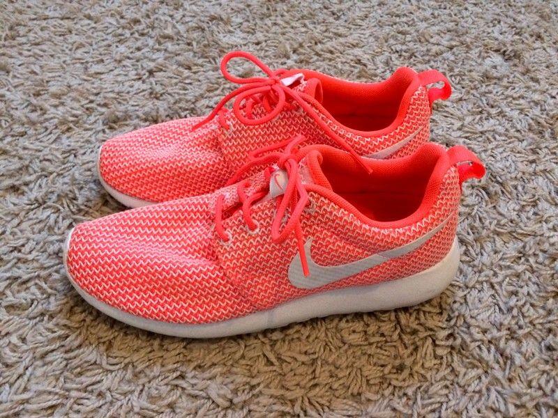 d286fdfd4f3 Nike Roshe Run 38 couleur orange et blanc https   www.vinted.