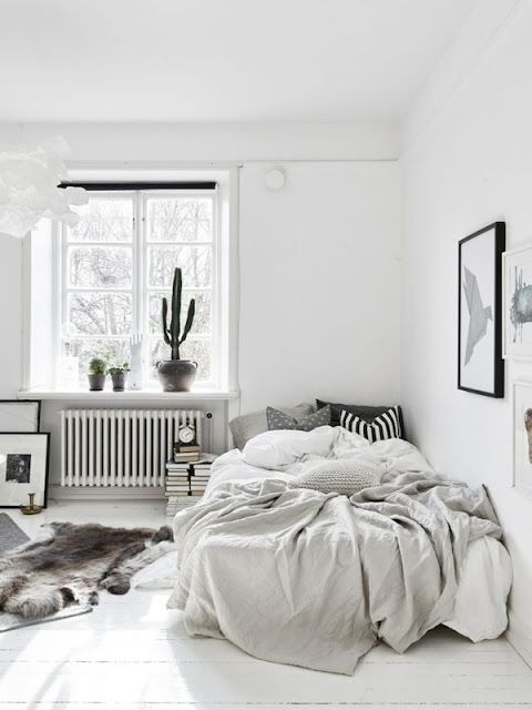 Michelle - Blog #Messy #Bedroom Fonte : http://myscandinavianhome.blogspot.se/2015/03/small-space-inspiration-in-monochrome.html