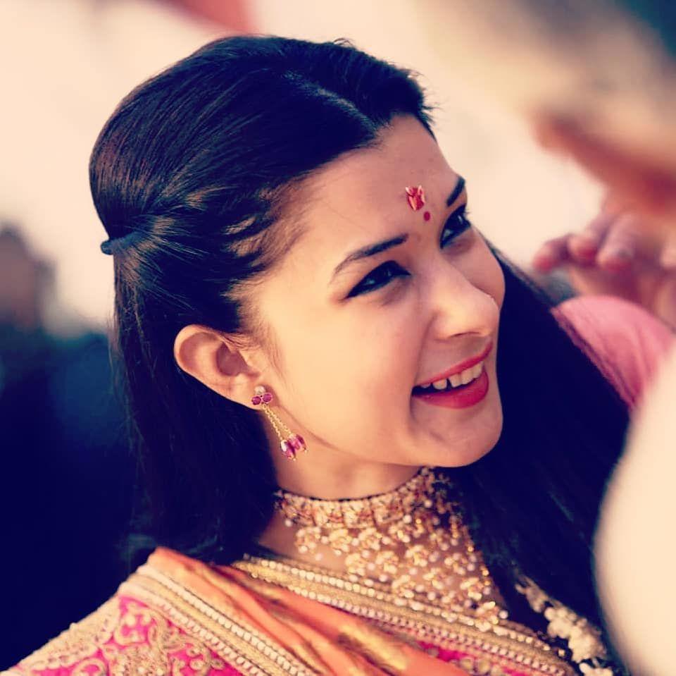 Meenakshi Joshi India tv hot anchor photos   Star gossip, Hot, Movie stars