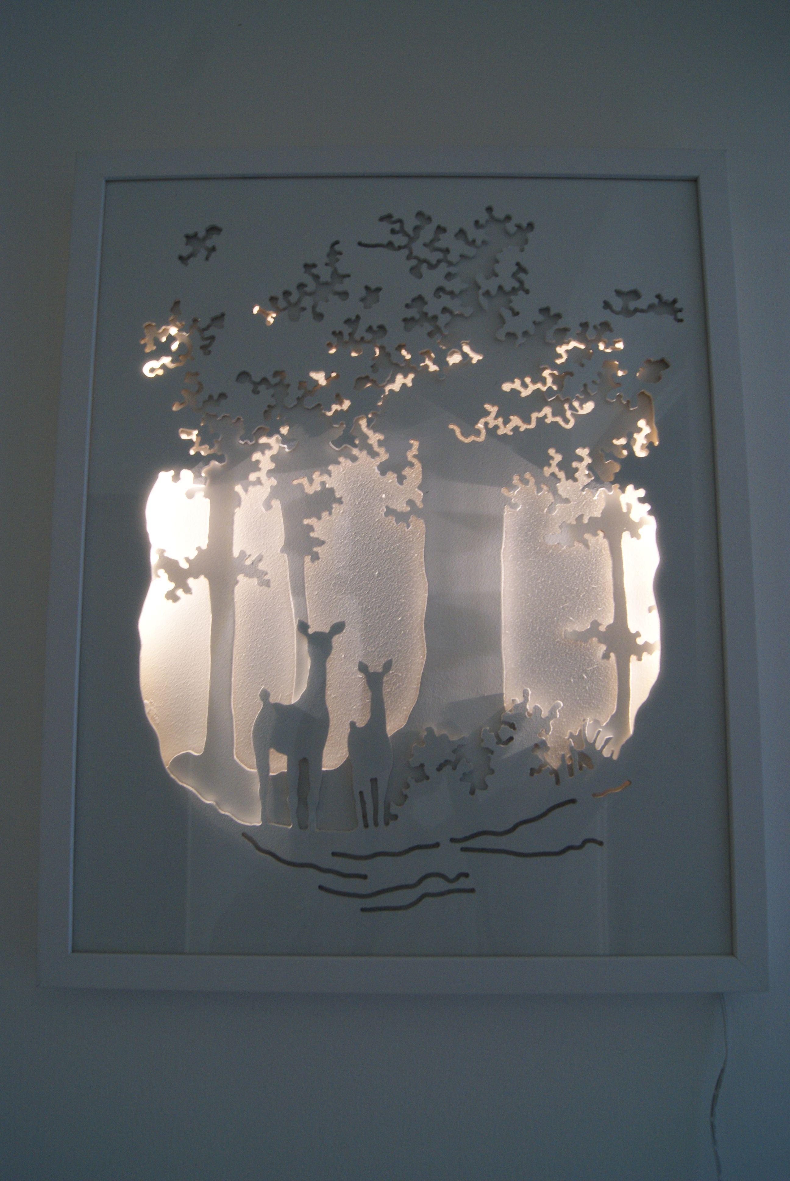 Le Sous Bois Est Un Tableau Lumineux En Trois Dimensions Ou Ombres Et Lumieres Nous Font Penetrer Dans Un Mond Shadow Box Kunst Shadow Box Kunst Auf Papier