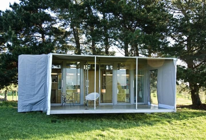 Outbuilding Of The Week A Shipping Container Transformed Into The Ultimate Holiday House Gardenista Container House Container Homes Nz Container House Plans