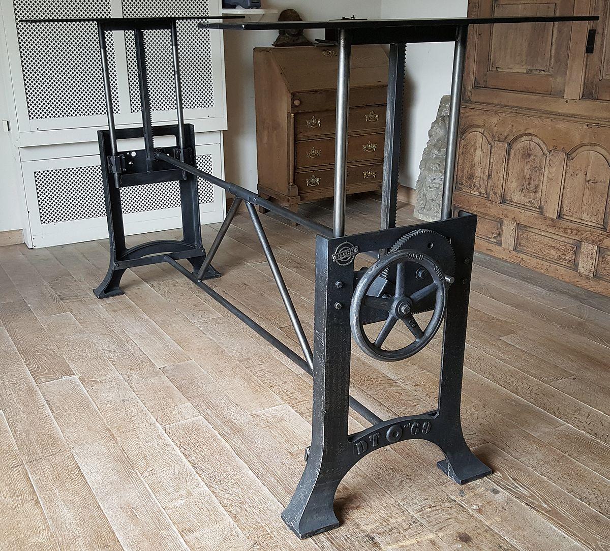Diese Industrie Design Tischgestell Mit Gusseisen Beine Ist