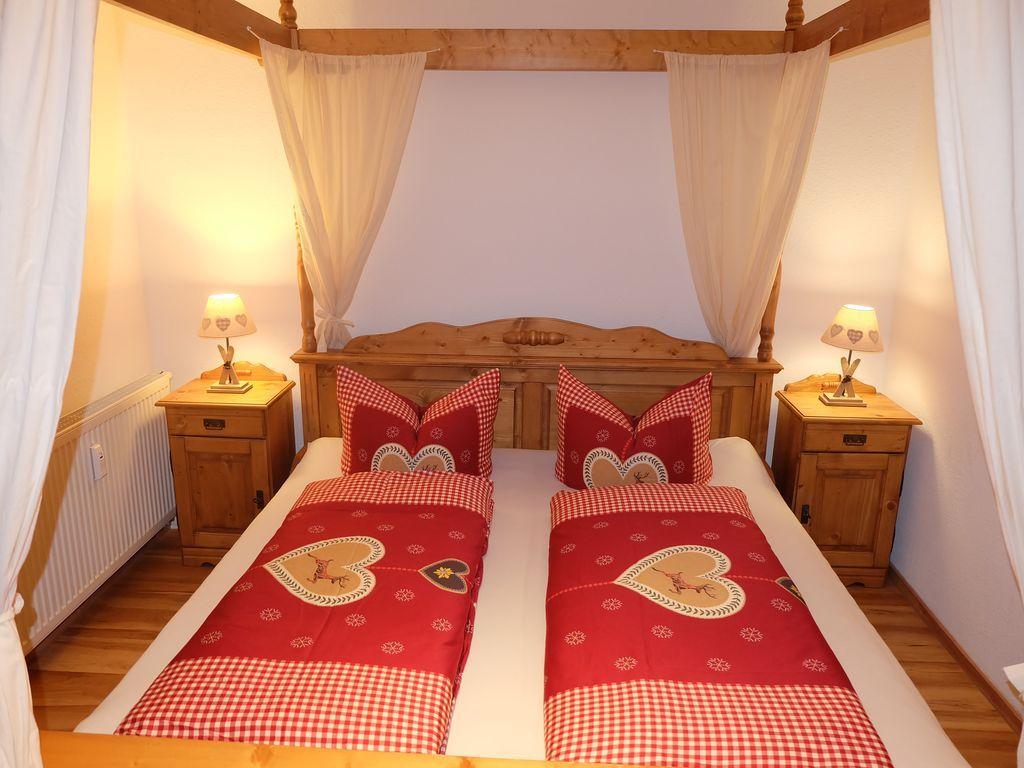 Romantisches schlafzimmer interieur allgäuherzen in kornau  schlafzimmer für bis zu  personen