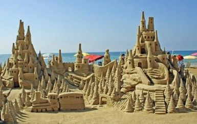 East Hampton Sandcastle Contest Check Out The East Hampton - The 10 coolest sandcastle competitions in the world