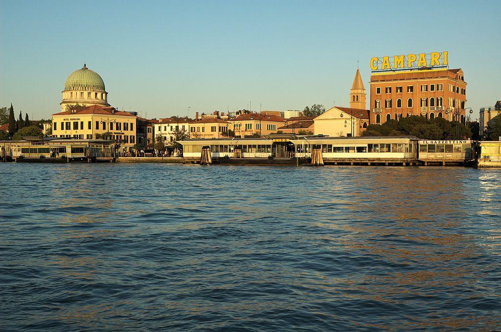 5 ideas para descubrir el #Lido de #Venecia más allá de la tumbona o de la toalla de playa http://www.guias.travel/blog/5-ideas-para-olvidar-la-toalla-de-playa-en-el-lido-de-venecia/ & http://www.venecia.travel
