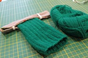 dpn 'hugger'  tutorial to keep your stitches on the needles