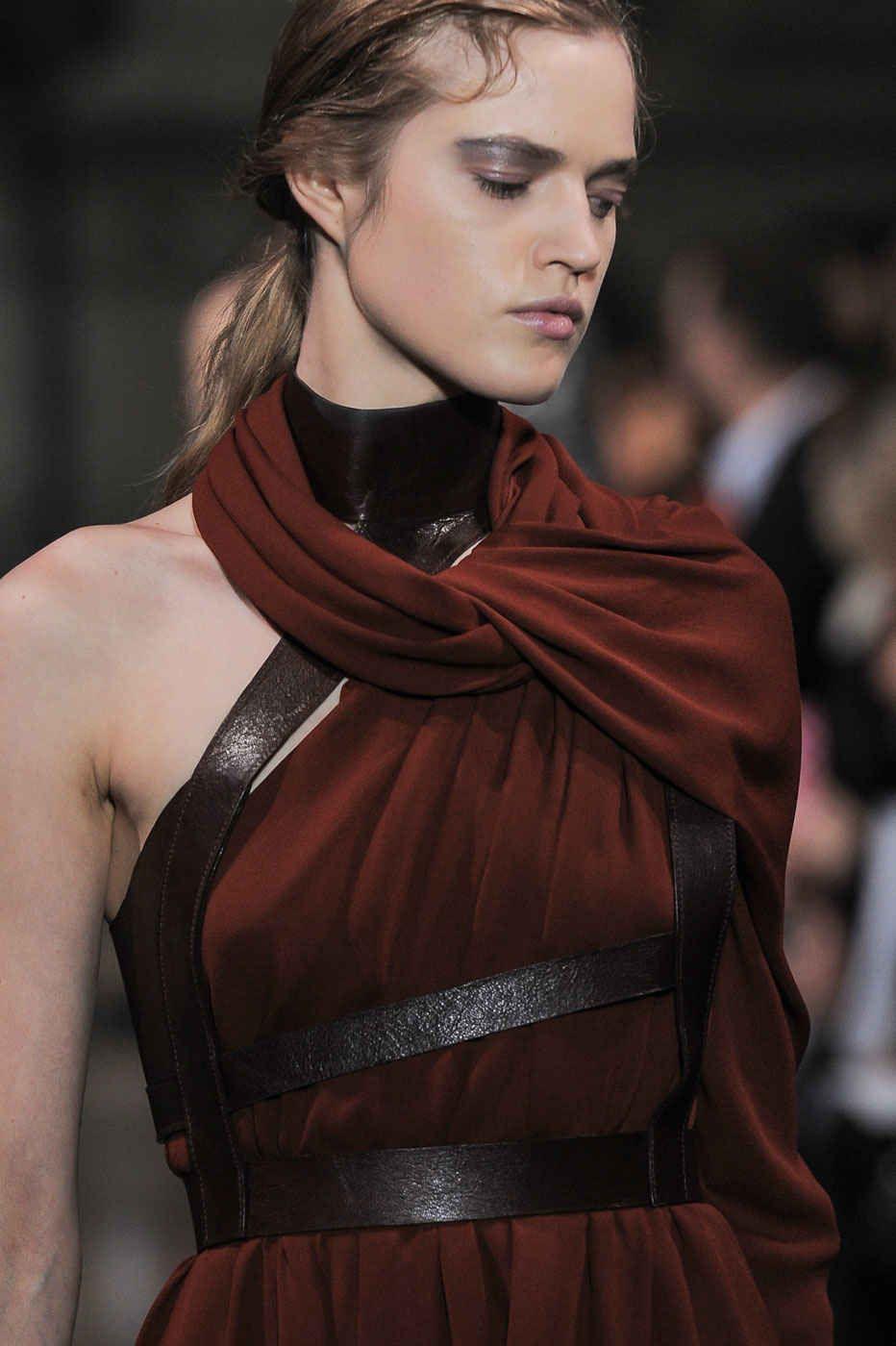 Photo of Accessoires Abendkleid: Leder-Bustier