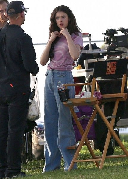 Margaret Qualley Photos Photos: Stars On The Set Of 'The Nice Guys'