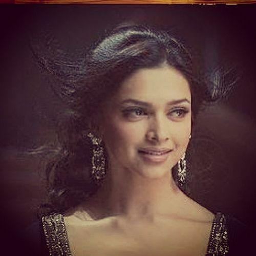 Om Shanti Om Deepika Padukone Hair Deepika Padukone Style Bollywood Celebrities