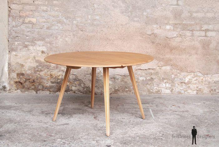 gentlemen designers mobilier vintage made in france table ronde en bois clair massif 2. Black Bedroom Furniture Sets. Home Design Ideas