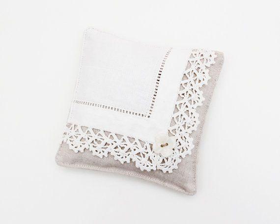 fine lingerie sachet lavande mouchoir vintage d cor romantique les papillons de nuit. Black Bedroom Furniture Sets. Home Design Ideas