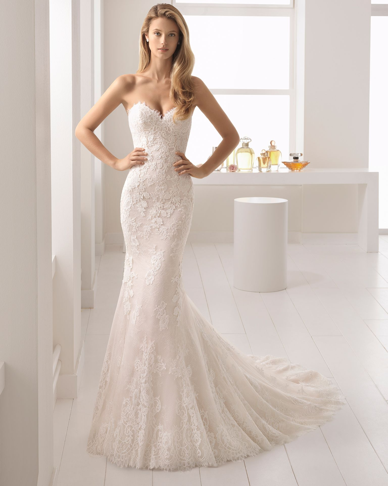 Mermaid-style lace and guipure lace wedding dress with sweetheart ...