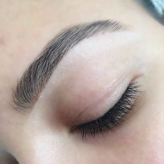 Love these brows courtesy of @kelleybakerbrows!