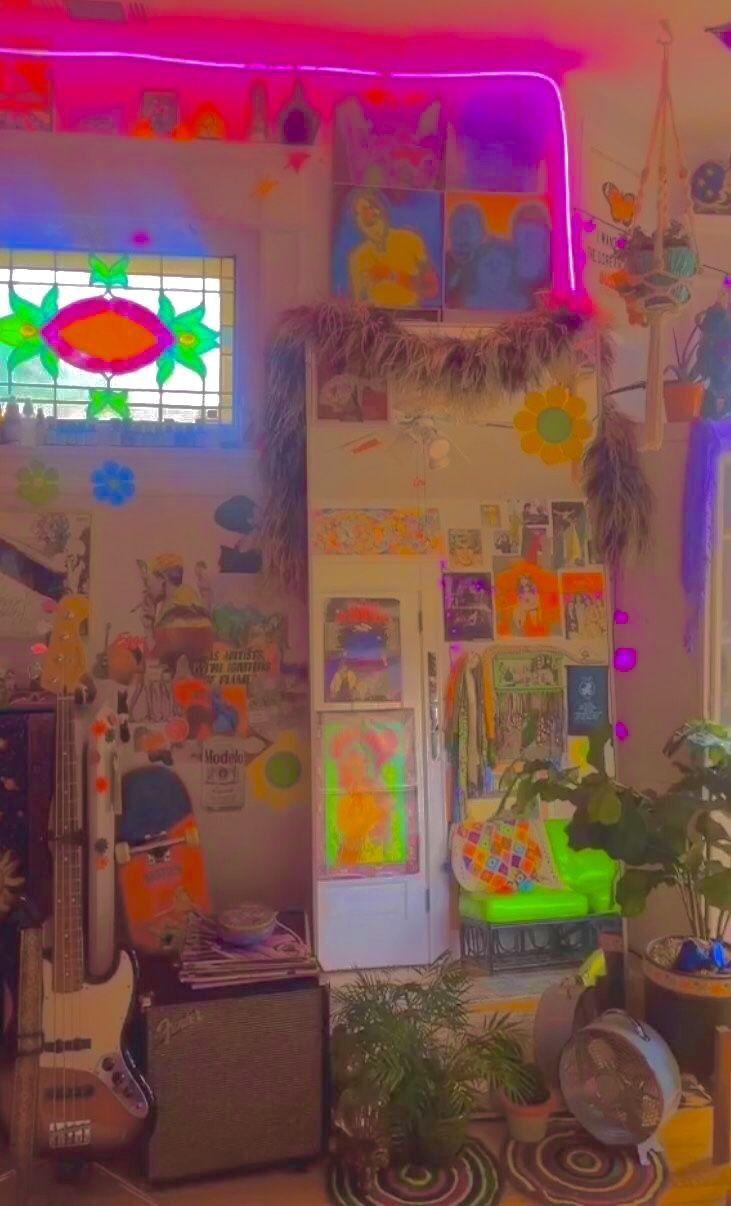 Pin By Kayla Ramadhani On Dekorasyon In 2020 Indie Room Decor Indie Room Aesthetic Bedroom