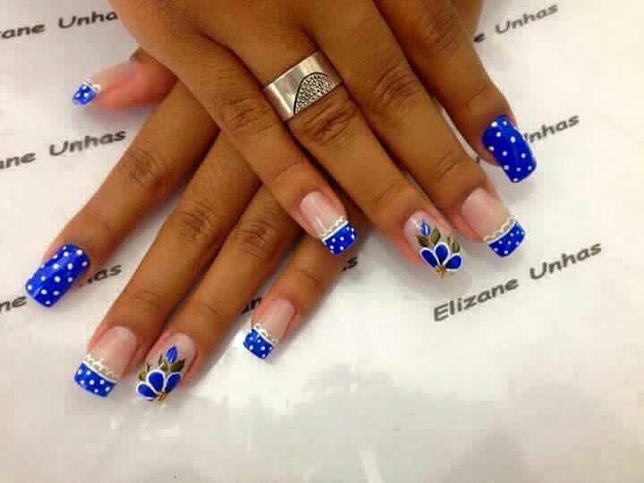 uñas azul y frances
