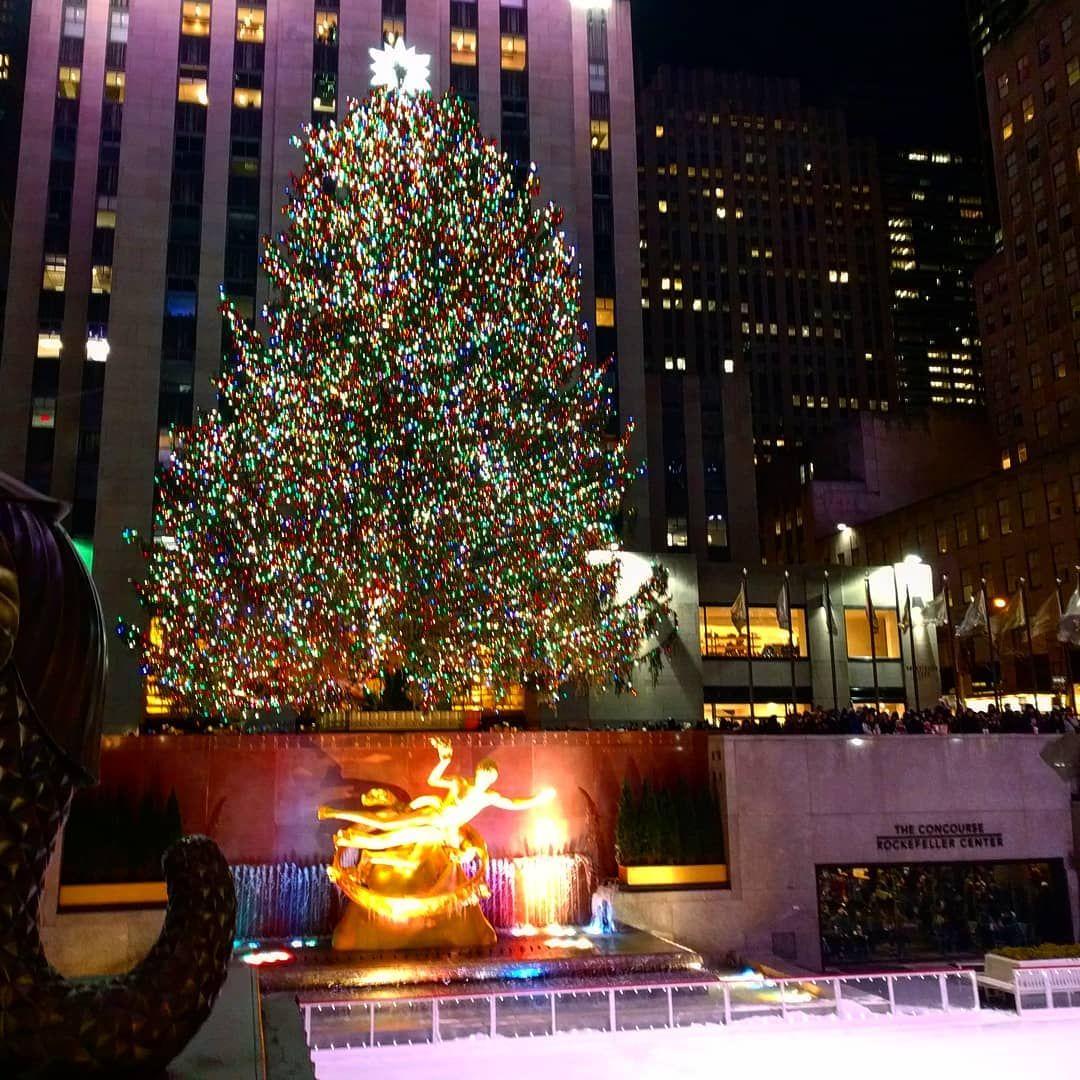 Albero Di Natale New York 2020.In Questi Giorni Non Possiamo Fare A Meno Di Pensare Al Nostro Viaggio A New York Per Festegg In 2020 New York Christmas Christmas Market Visit New York City