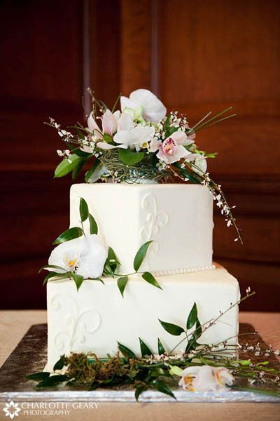 flower wedding cake topper ideas two tiered square wedding cake with floral cake topper 14357