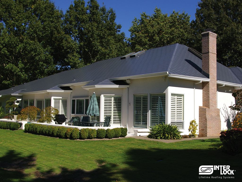 Best Charcoal Grey Interlock Shingle Roof From Sw French 640 x 480