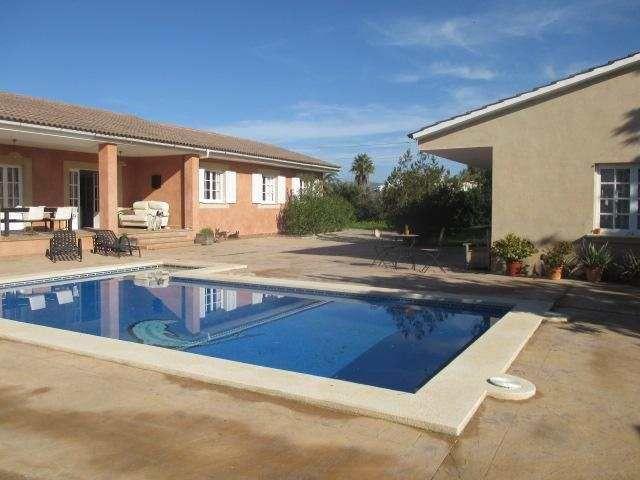 Chalet + Gästehaus mit 130m² Wfl., Terrassen, Pool und Garten: Die ...
