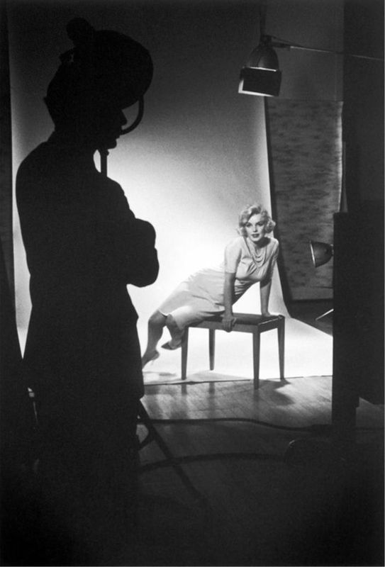 Manfed Kreiner - In March 18, 1959, during her stay in Chicago, where she promotes the movie Some Like Hot, she stays in the presidential suite at the Ambassador East Hotel - here during a portait shoot