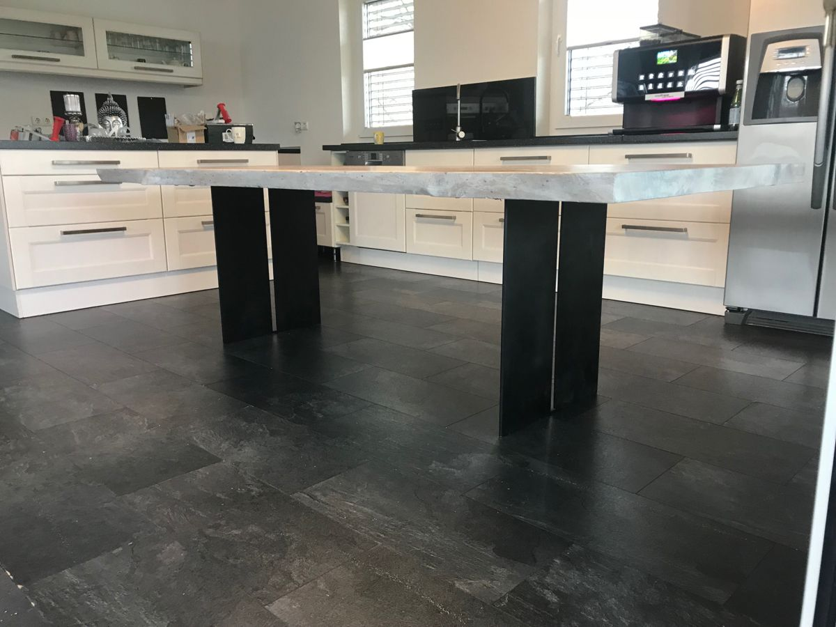 Baumkante Aus Eiche In 2020 Massivholztisch Design Tisch Altholz