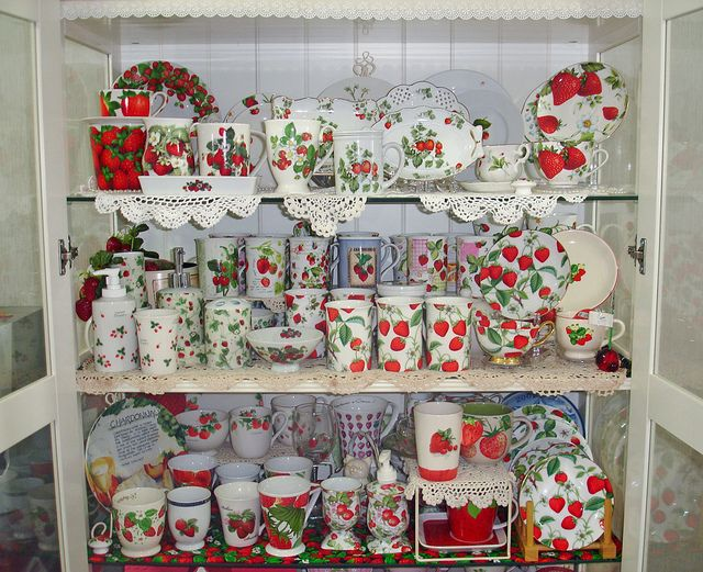 20110630 Cabinet01 Strawberry Kitchen Decorations Themes