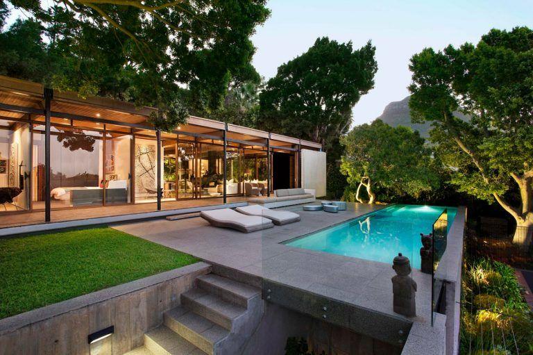 Dise o de moderna casa de monta a con impresionante vista for Case moderne con piscina