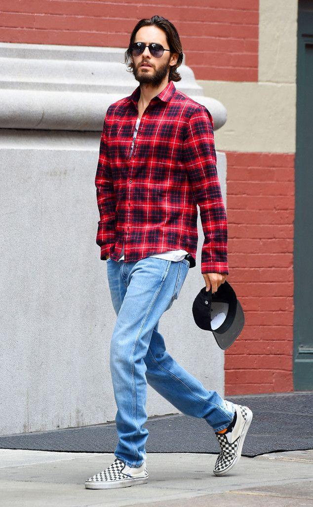 Jared Leto from El cuadro grande: de hoy Hot Pics  El pelotón del suicidio estrella no le permitió dejar de calor del verano de la ciudad de Nueva York una camisa de franela a cuadros.