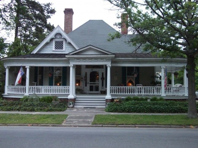 Single story victorian love the porch dream home for One story queen anne
