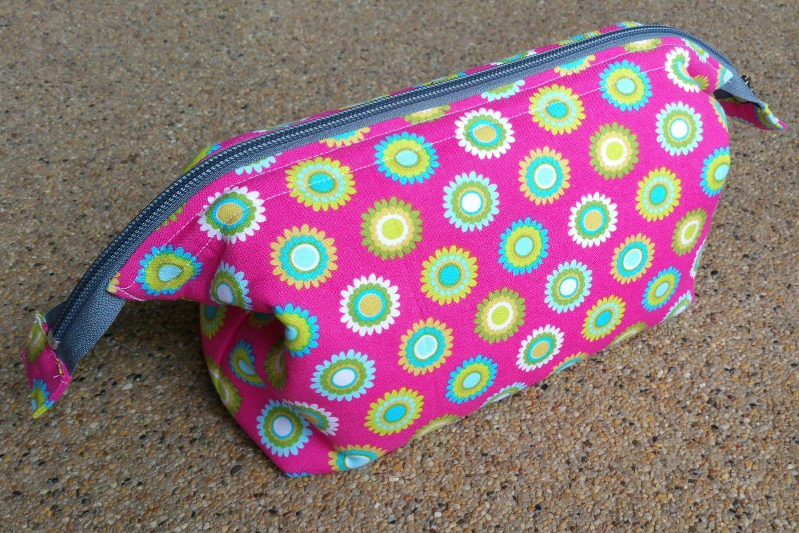 Emmaline bags sewing patterns and purse supplies the retreat bag emmaline bags sewing patterns and purse supplies the retreat bag a free sewing jeuxipadfo Gallery