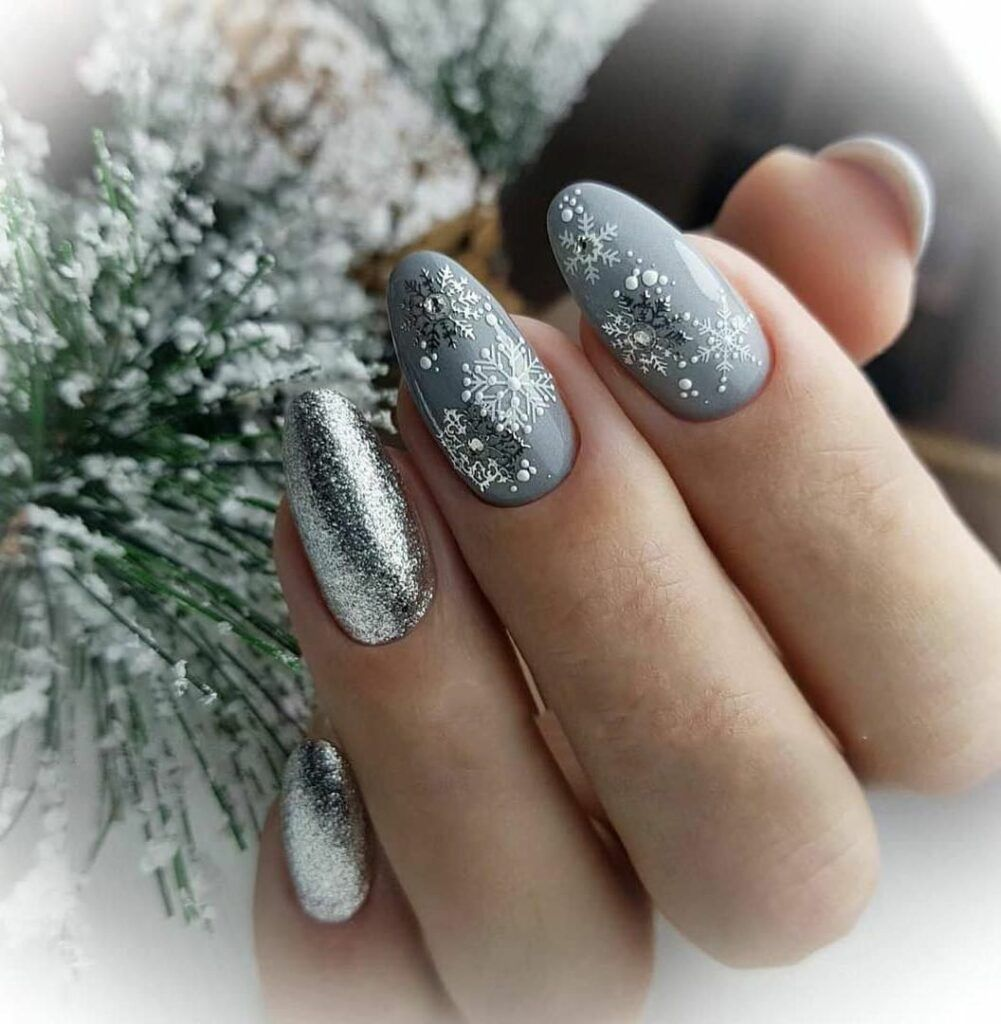 55 Stylish Nail Designs For New Year 2020 Nail Art Is Like The Icing On The Cake It Ties Your Christmas Nail Art Designs Xmas Nails Stylish Nails Designs