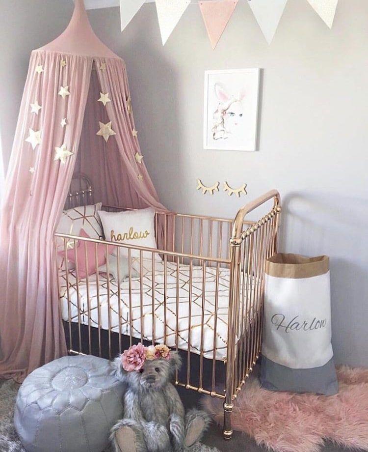 chambre de bébé rose et grise | So Vintage So Girly